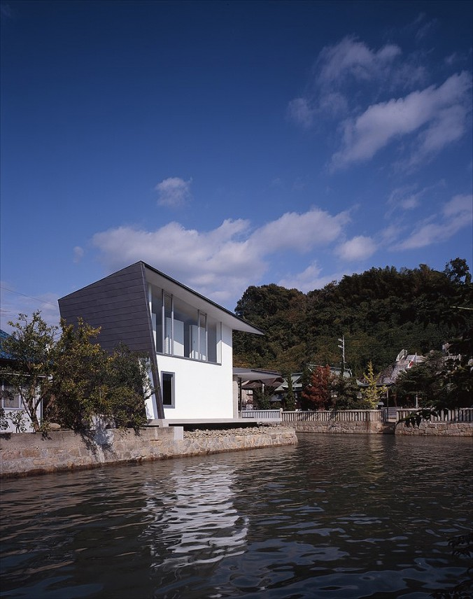 completion date : 2006  principal use : house  building site : Fukuyama